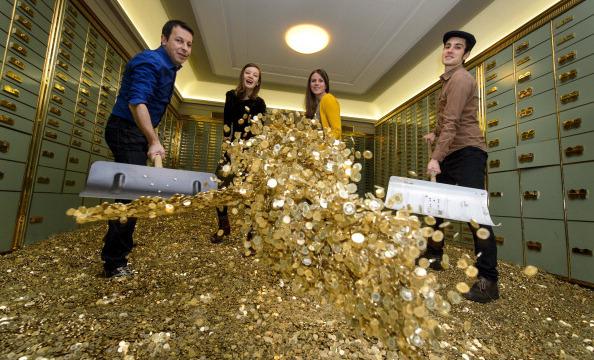 SWITZERLAND-ECONOMY-INCOME-VOTE