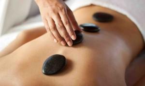 Masaža s toplimi kamni