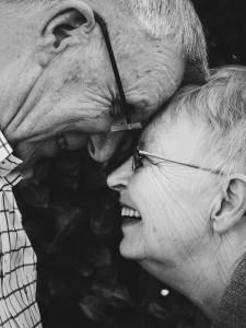 Starejši par je najel avtodom za preživljanje poletnih počitnic na morju.