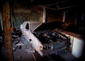 Avtomobil v razpadajočem stanju